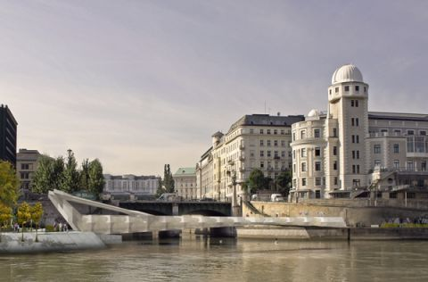 View across Donauseitenkanal